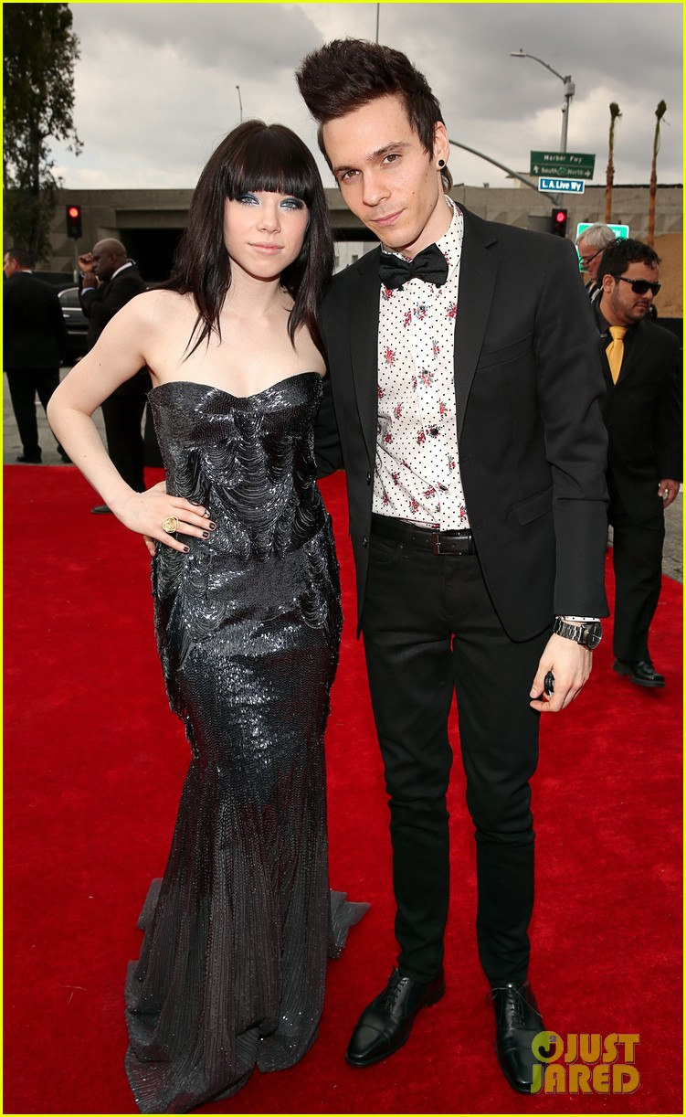 carly rae jepsen grammys red carpet with matthew koma 062809039