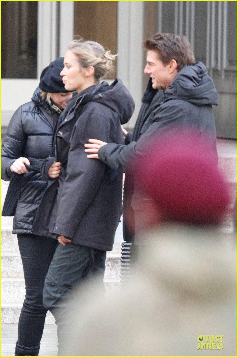 tom cruise all you need is kill set with emily blunt 042803164