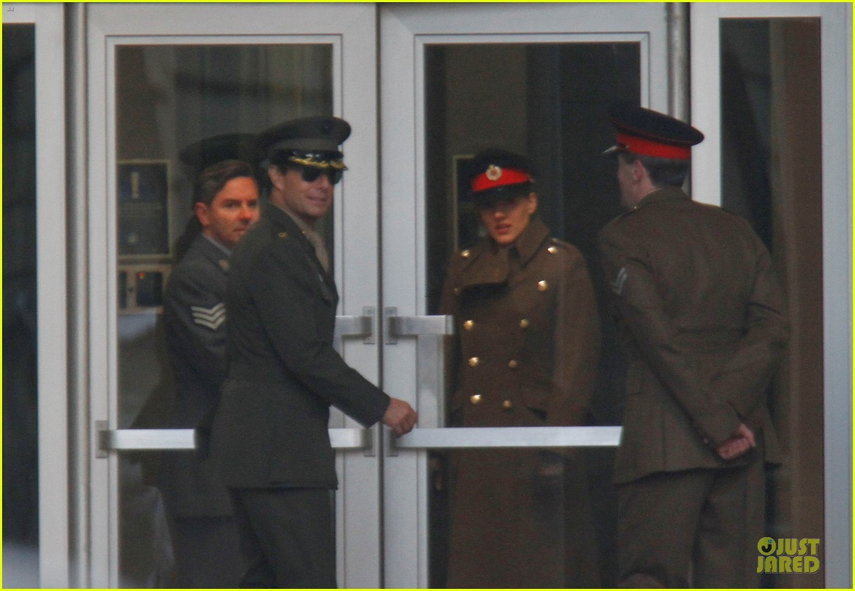 tom cruise all you need is kill set with emily blunt 062803166