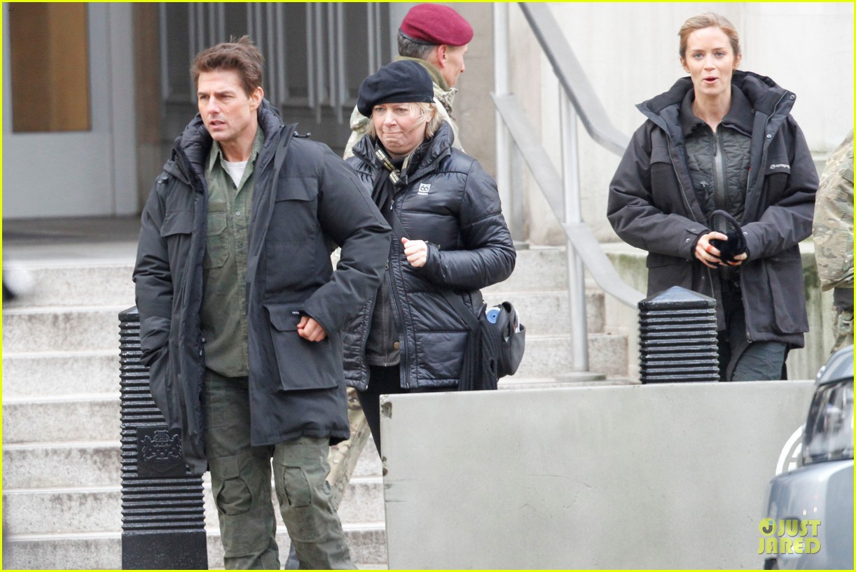 tom cruise all you need is kill set with emily blunt 102803170
