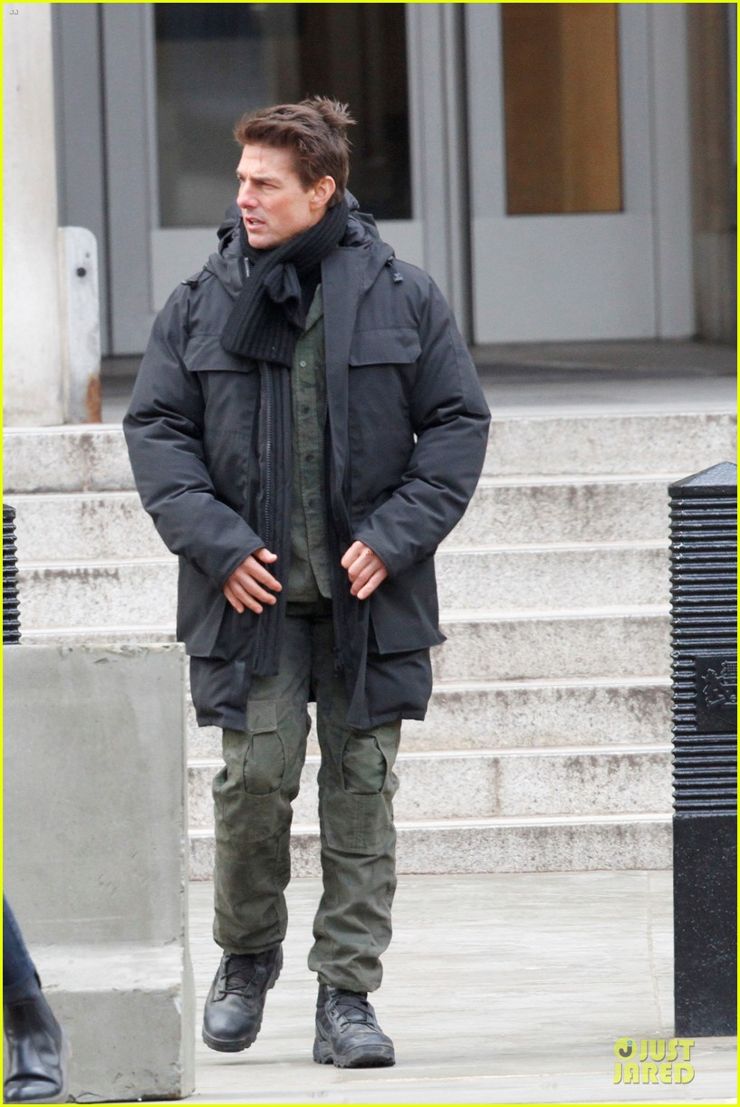 tom cruise all you need is kill set with emily blunt 11
