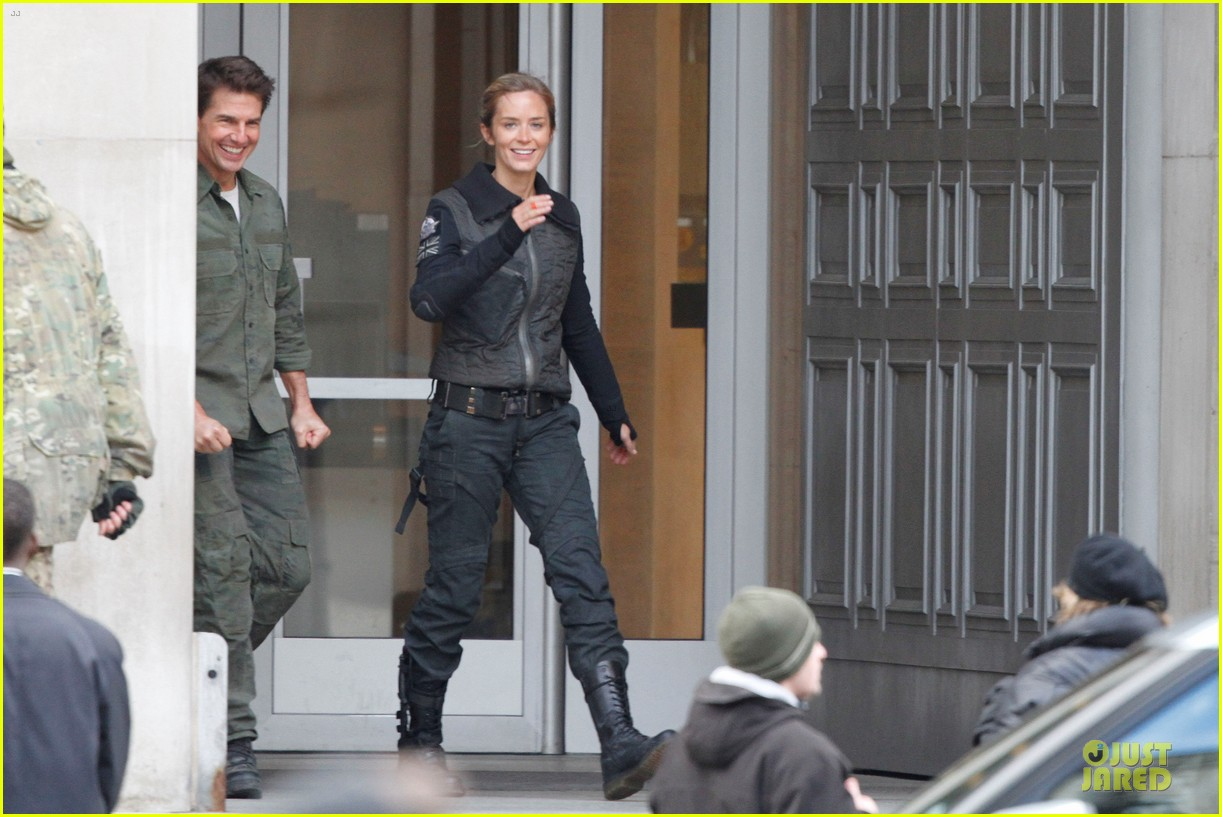 tom cruise all you need is kill set with emily blunt 12