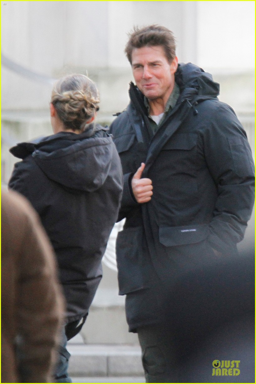 tom cruise all you need is kill set with emily blunt 132803173