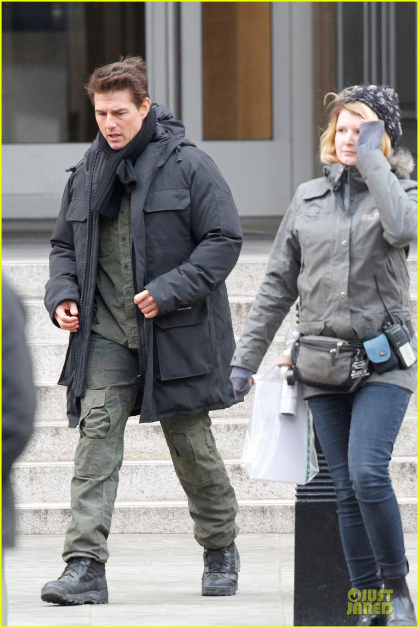 tom cruise all you need is kill set with emily blunt 152803175