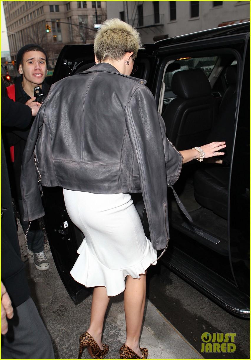miley cyrus jada pinkett smith fashion fun in nyc 032811675