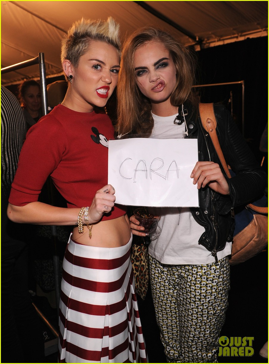 miley cyrus cara delevingne funny faces at marc jacobs 022812557