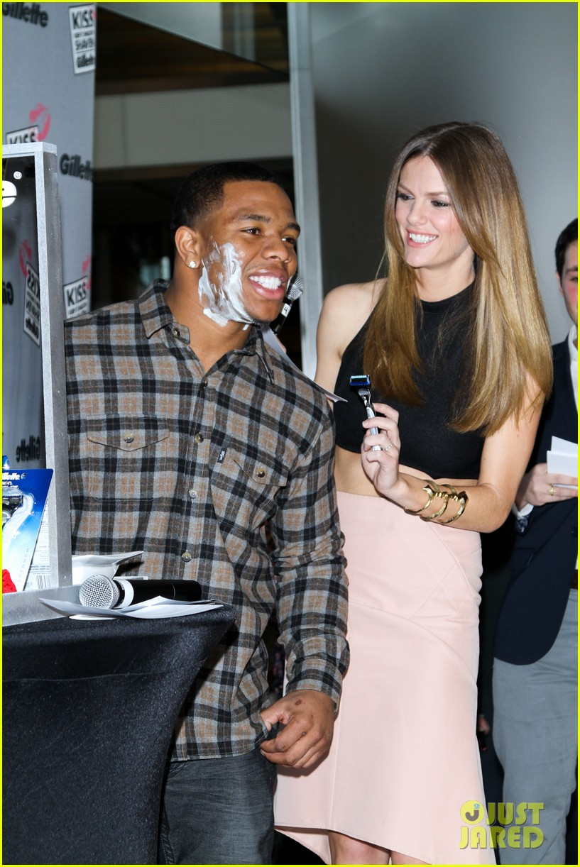 brooklyn decker shaves ray rice at kiss and tell event 042812436