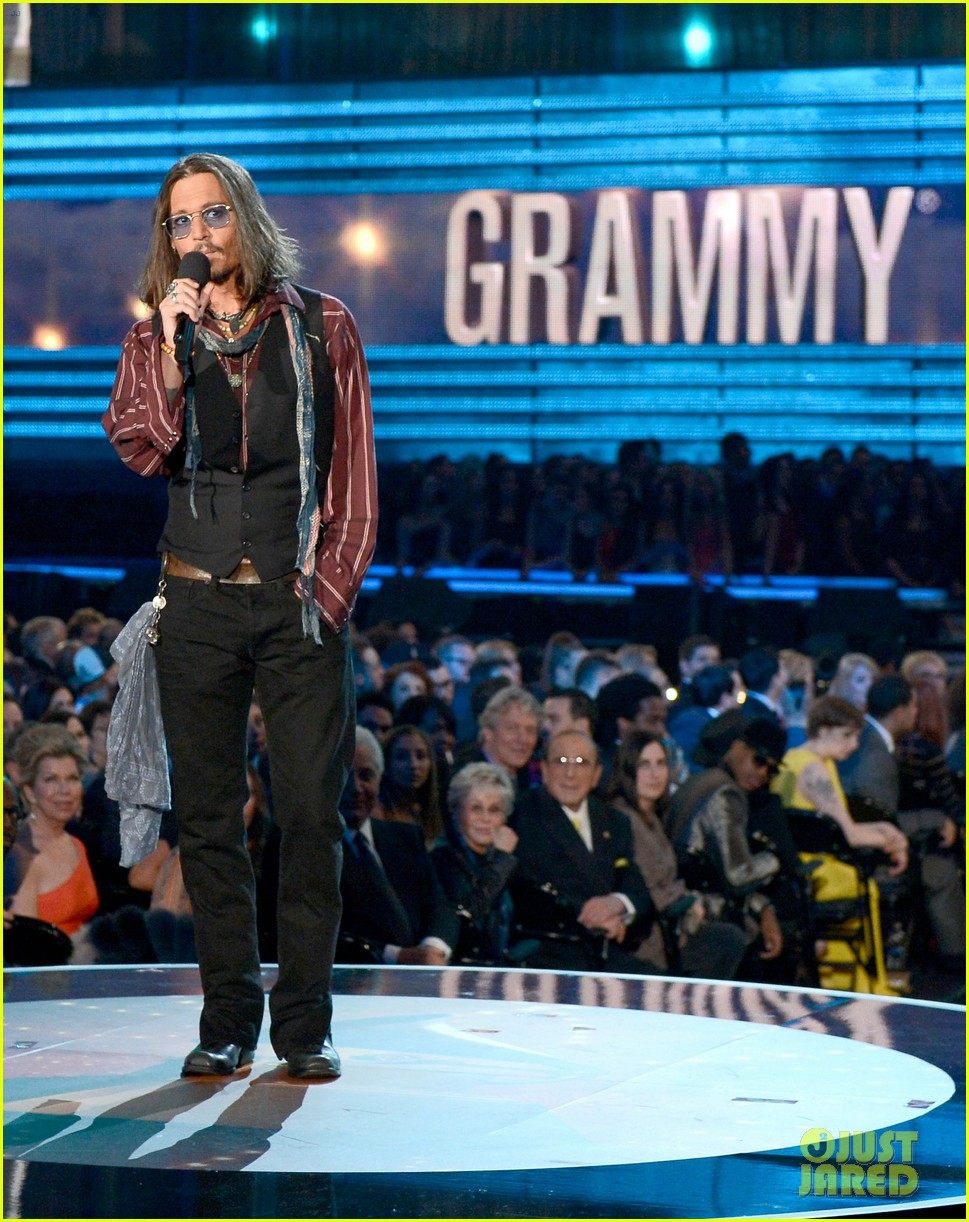 johnny depp grammys 2013 presenter 032809673