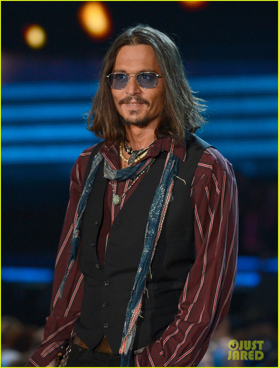 johnny depp grammys 2013 presenter 042809674