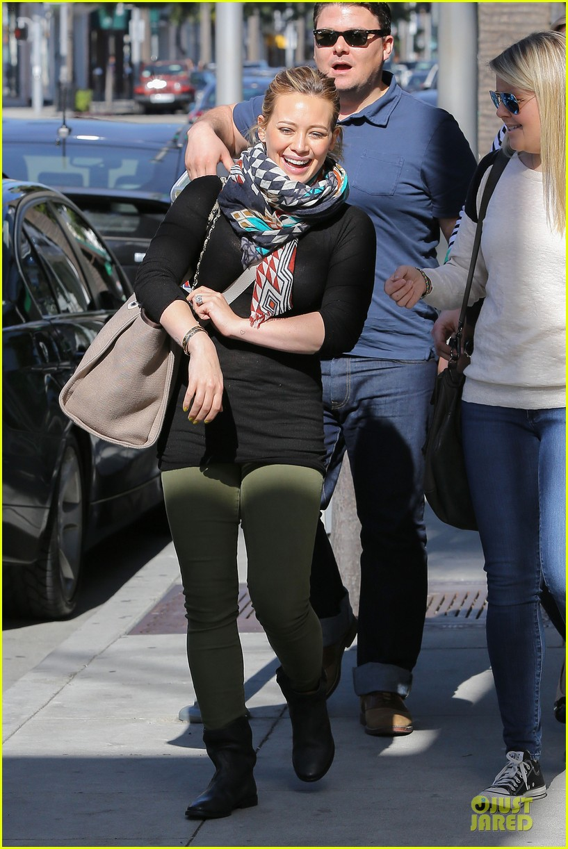 hilary duff mike comrie visiting family breakfast 032813329