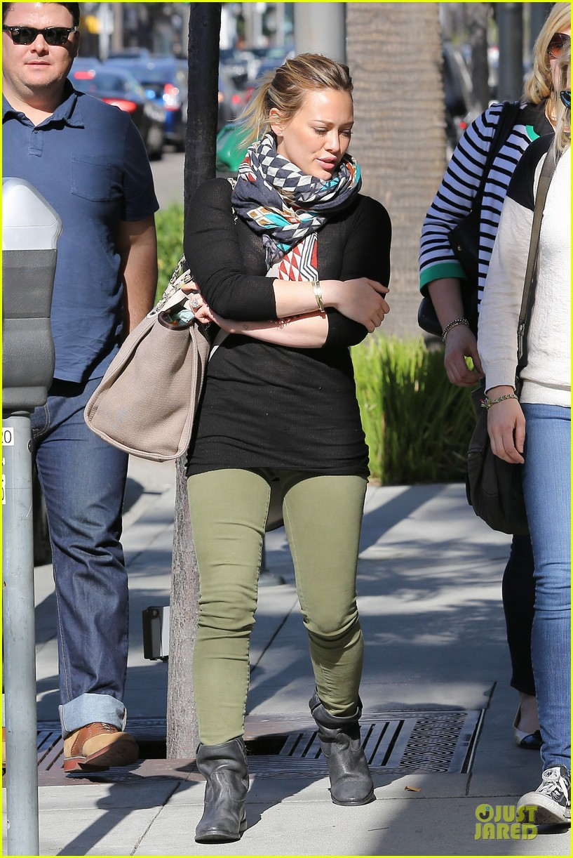 hilary duff mike comrie visiting family breakfast 142813340