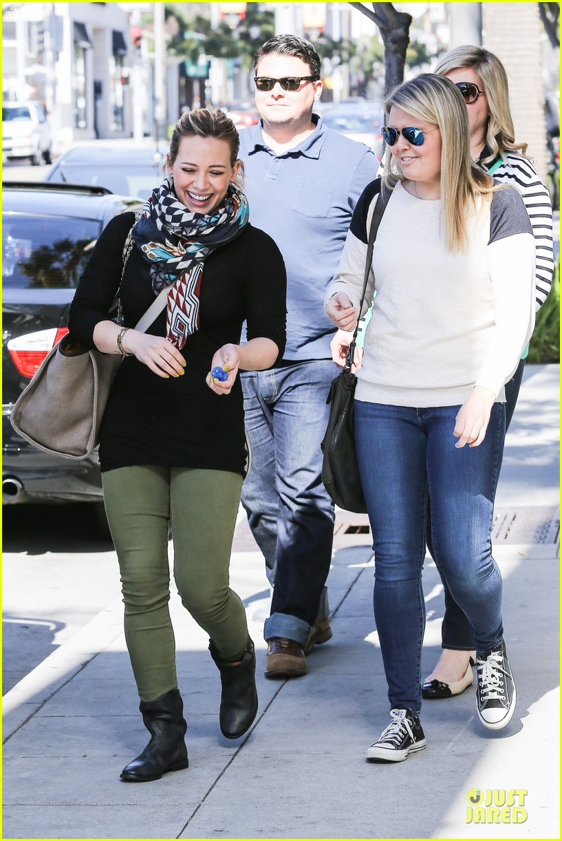 hilary duff mike comrie visiting family breakfast 162813342