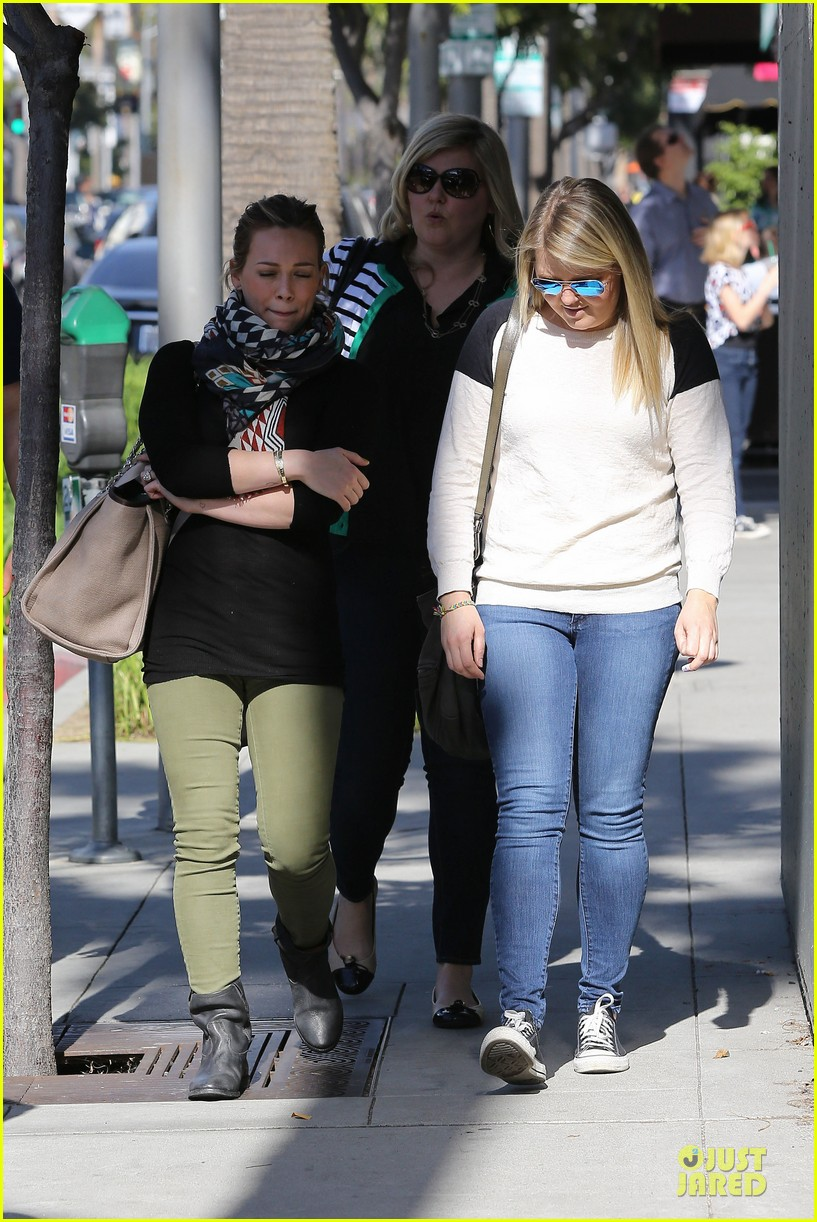 hilary duff mike comrie visiting family breakfast 182813344