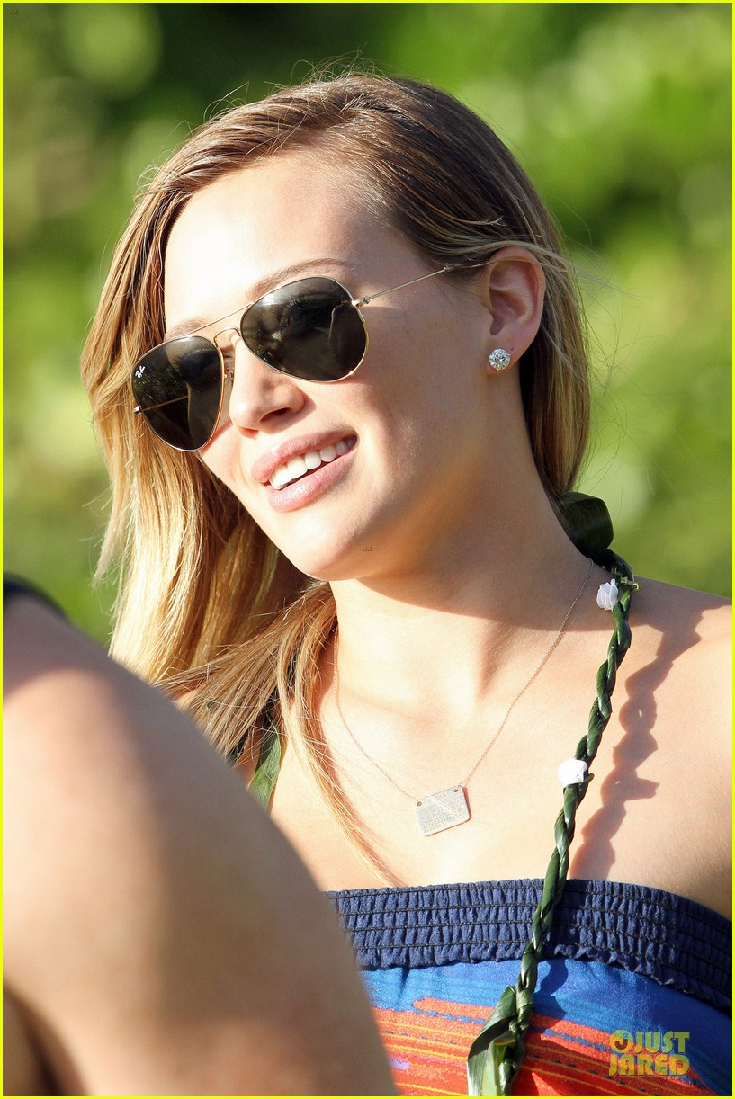 hilary duff hawaii sunset stroll 10