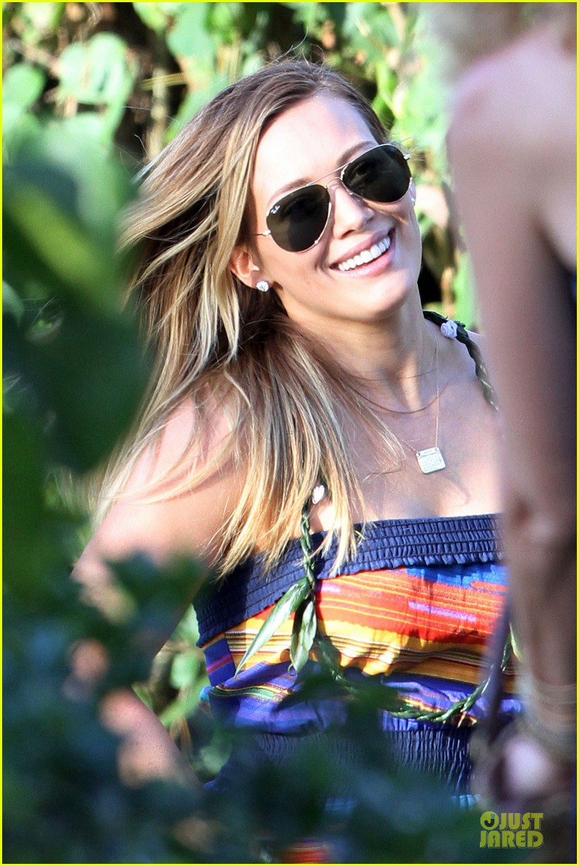hilary duff hawaii sunset stroll 112820909