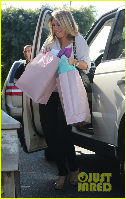 hilary duff baby shower with sister haylie 142808772