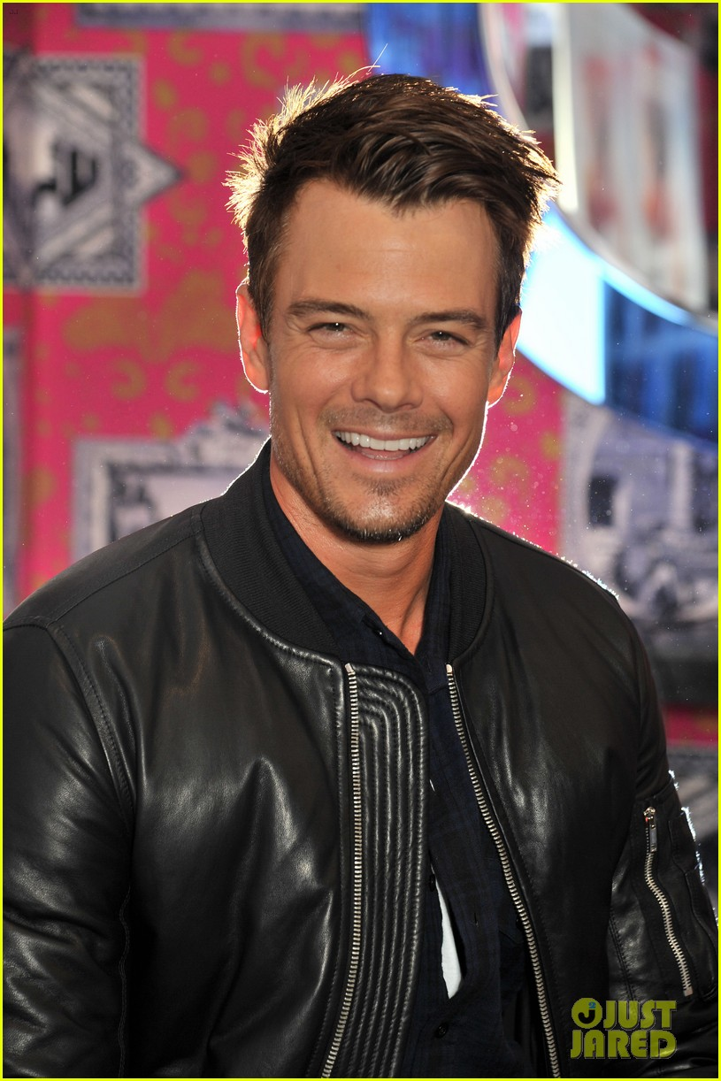josh duhamel julianne hough safe haven photo call 07