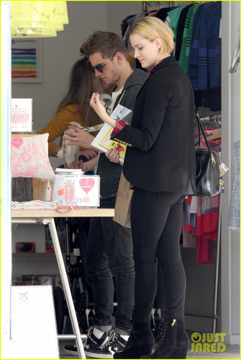 evan rachel wood jamie bell baby shopping 13