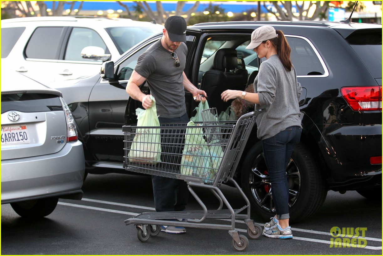 chris evans minka kelly valentines day grocery shopping 012812506