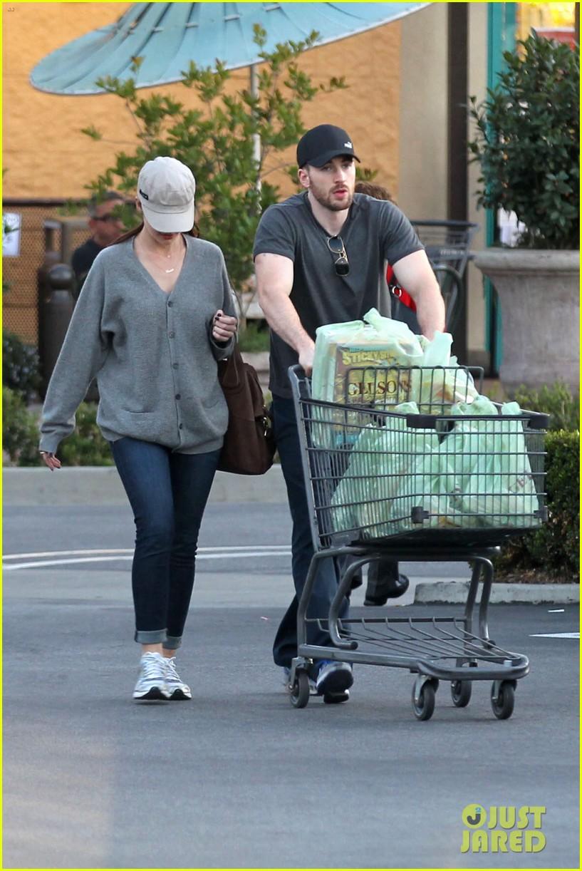 chris evans minka kelly valentines day grocery shopping 072812512