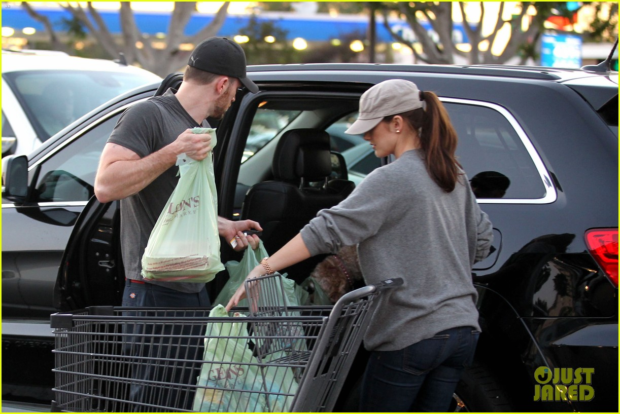 chris evans minka kelly valentines day grocery shopping 132812518