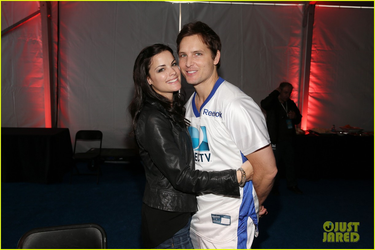 peter facinelli jaimie alexander super bowl kisses 11