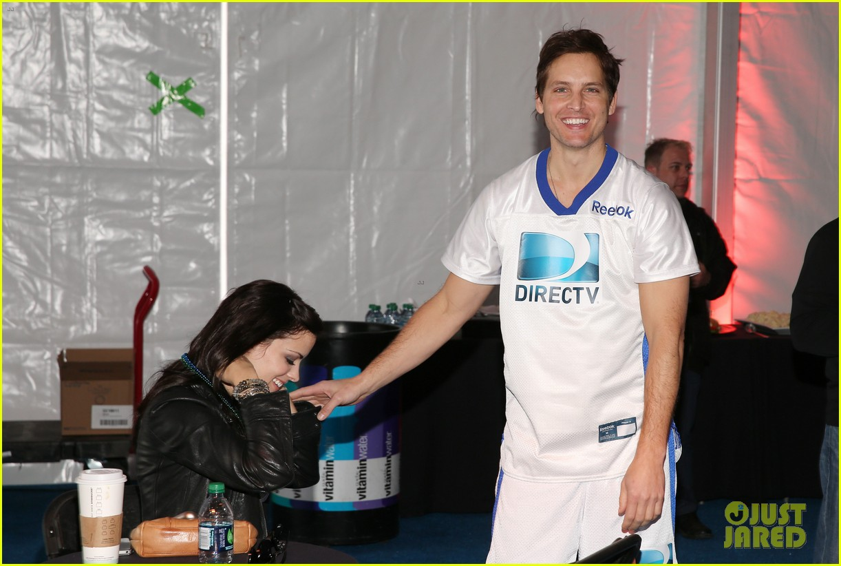 peter facinelli jaimie alexander super bowl kisses 14