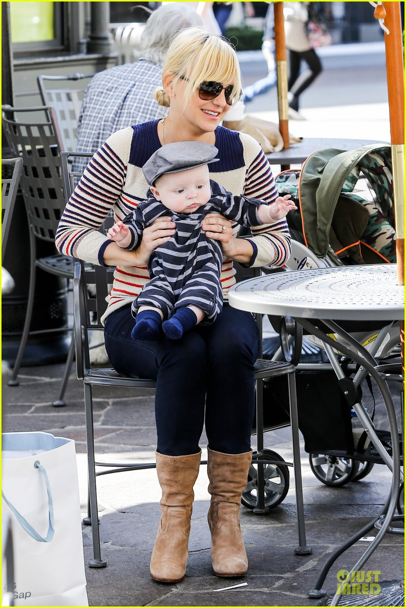 anna faris jack baby gap shopping duo 012813115