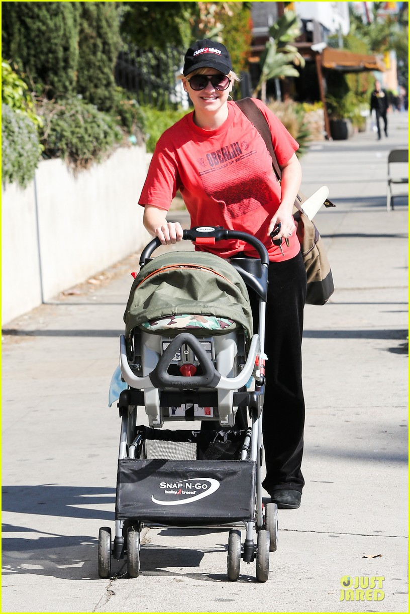 anna faris jack baby gap shopping duo 052813119