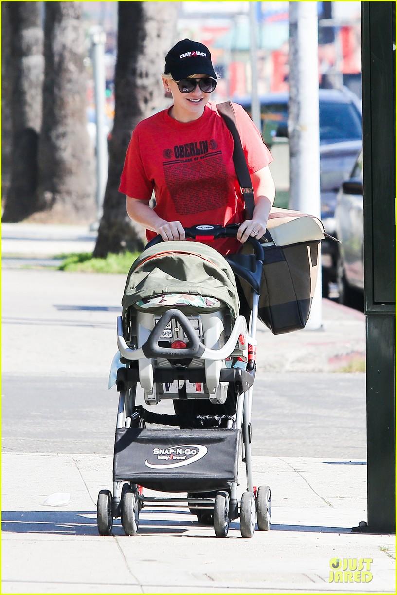 anna faris jack baby gap shopping duo 062813120