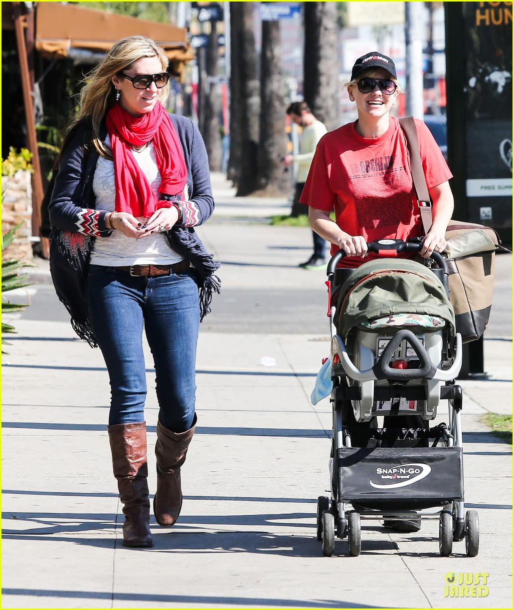 anna faris jack baby gap shopping duo 072813121
