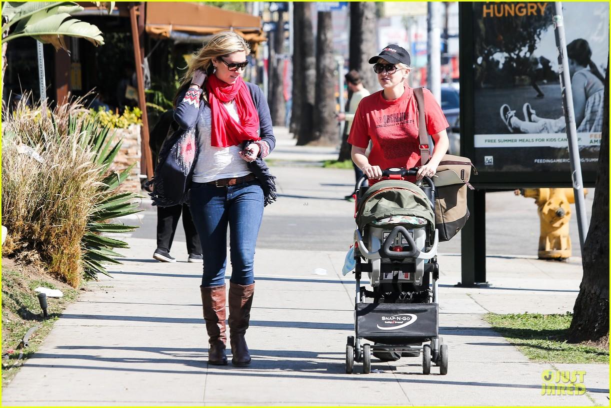 anna faris jack baby gap shopping duo 102813124