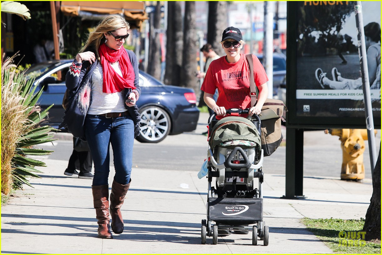 anna faris jack baby gap shopping duo 112813125