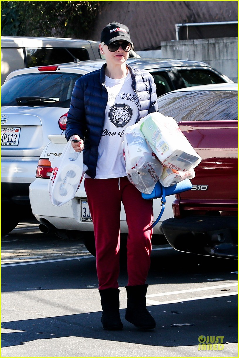 anna faris jack baby gap shopping duo 182813132