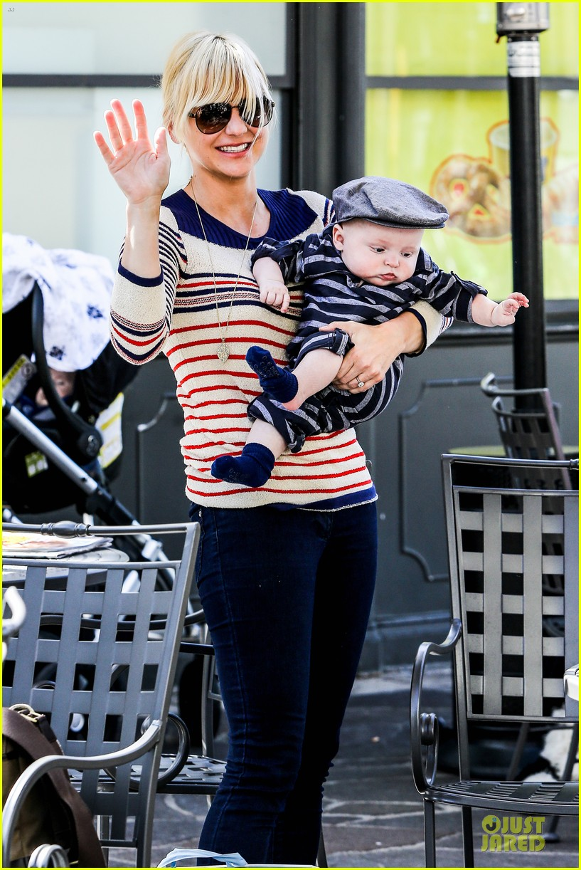 anna faris jack baby gap shopping duo 202813134