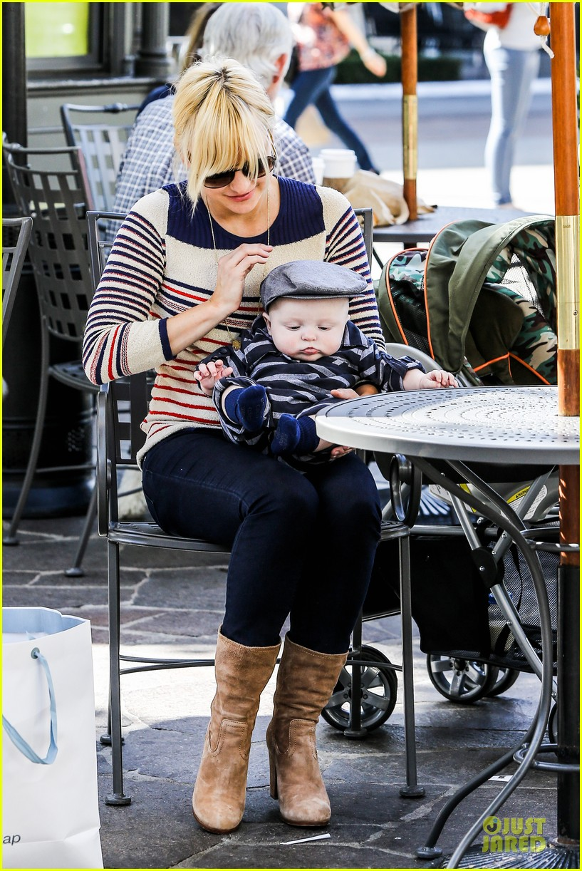 anna faris jack baby gap shopping duo 272813141