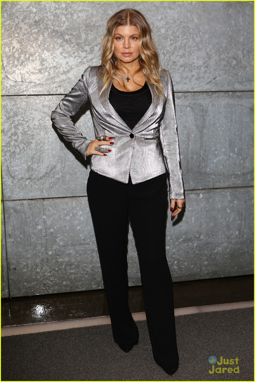 fergie front row at armani 012818389