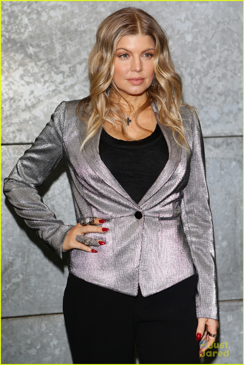 fergie front row at armani 082818396