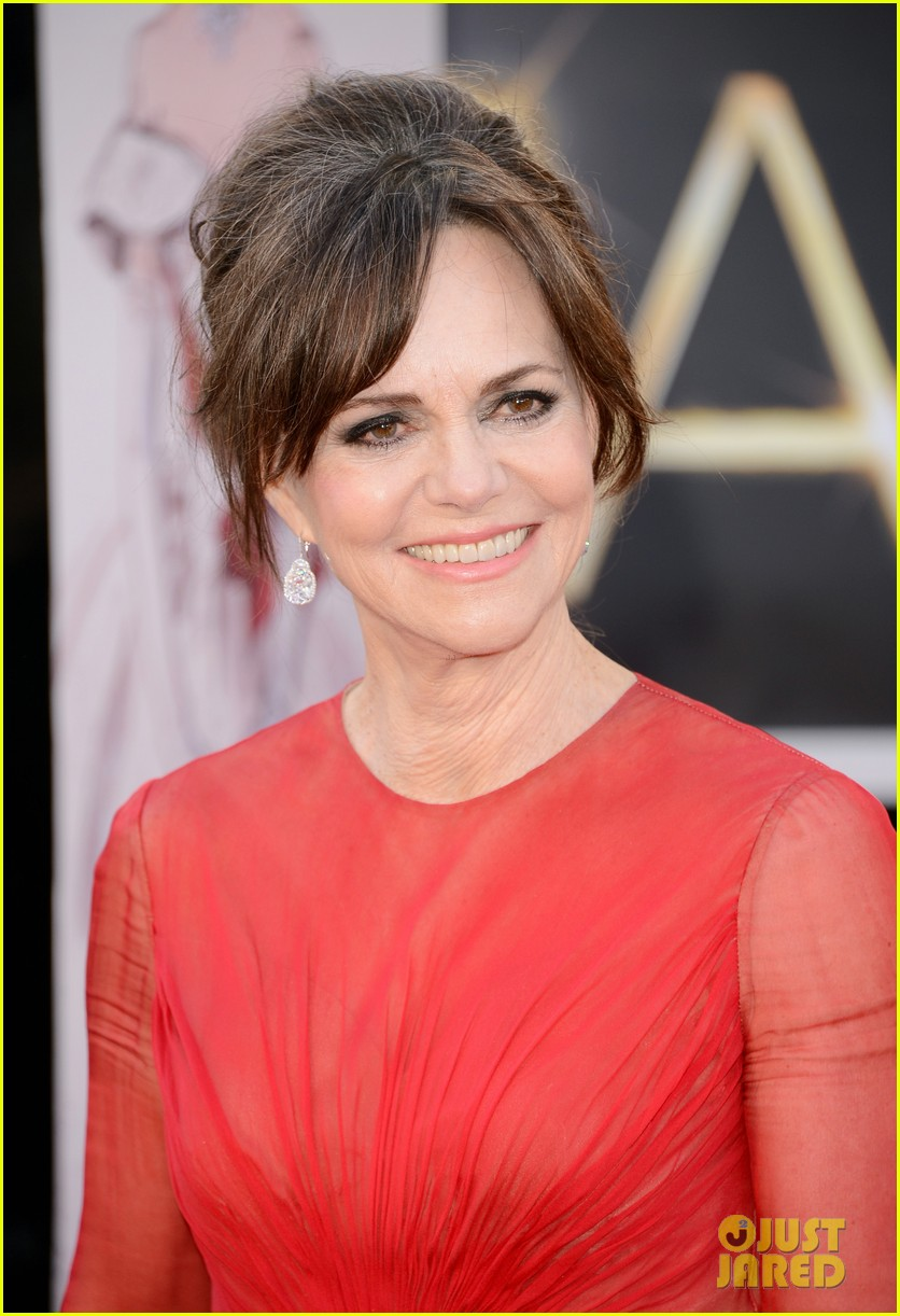 sally field oscars 2013 red carpet 03