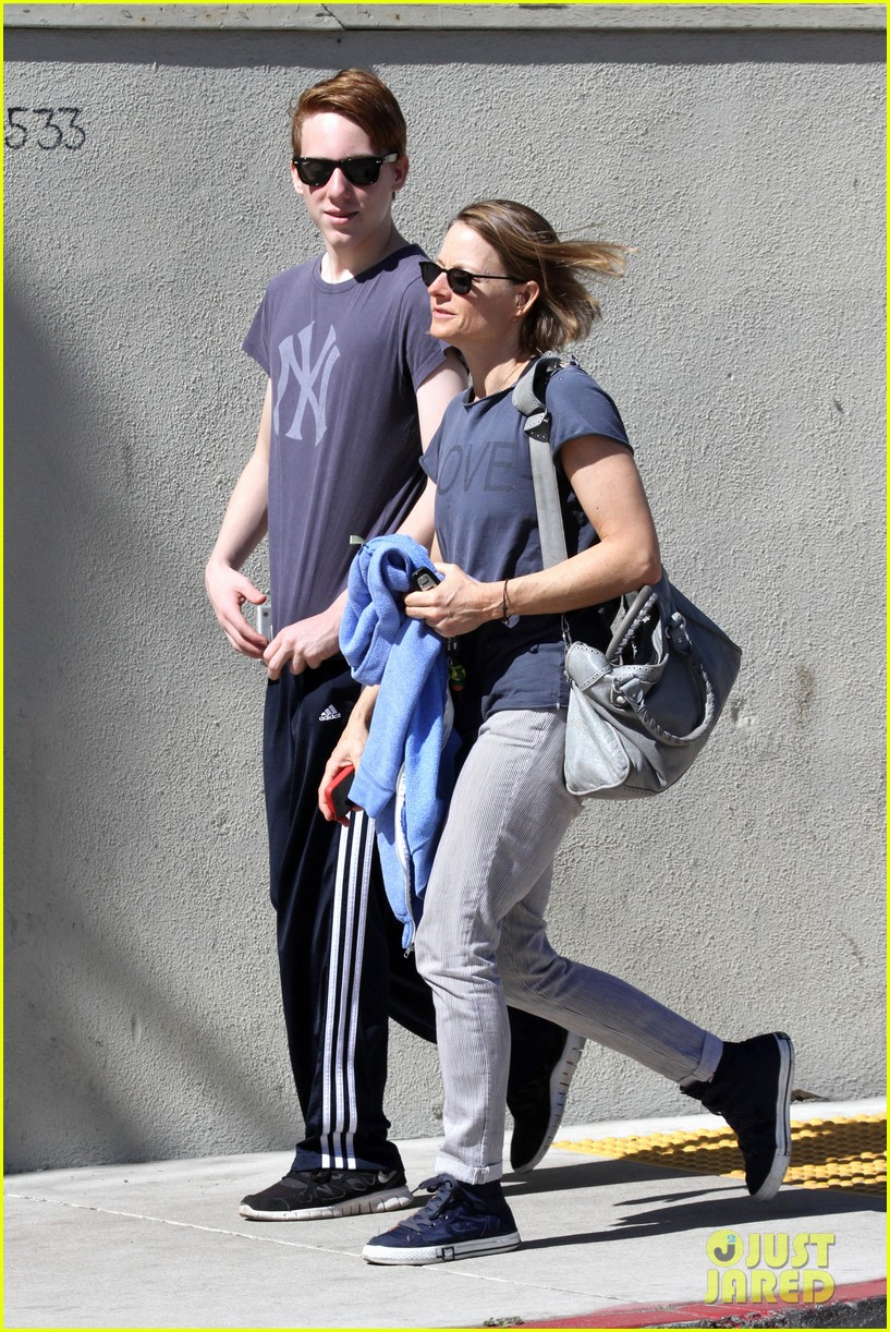 jodie foster venice beach breakfast with son charles 012822285