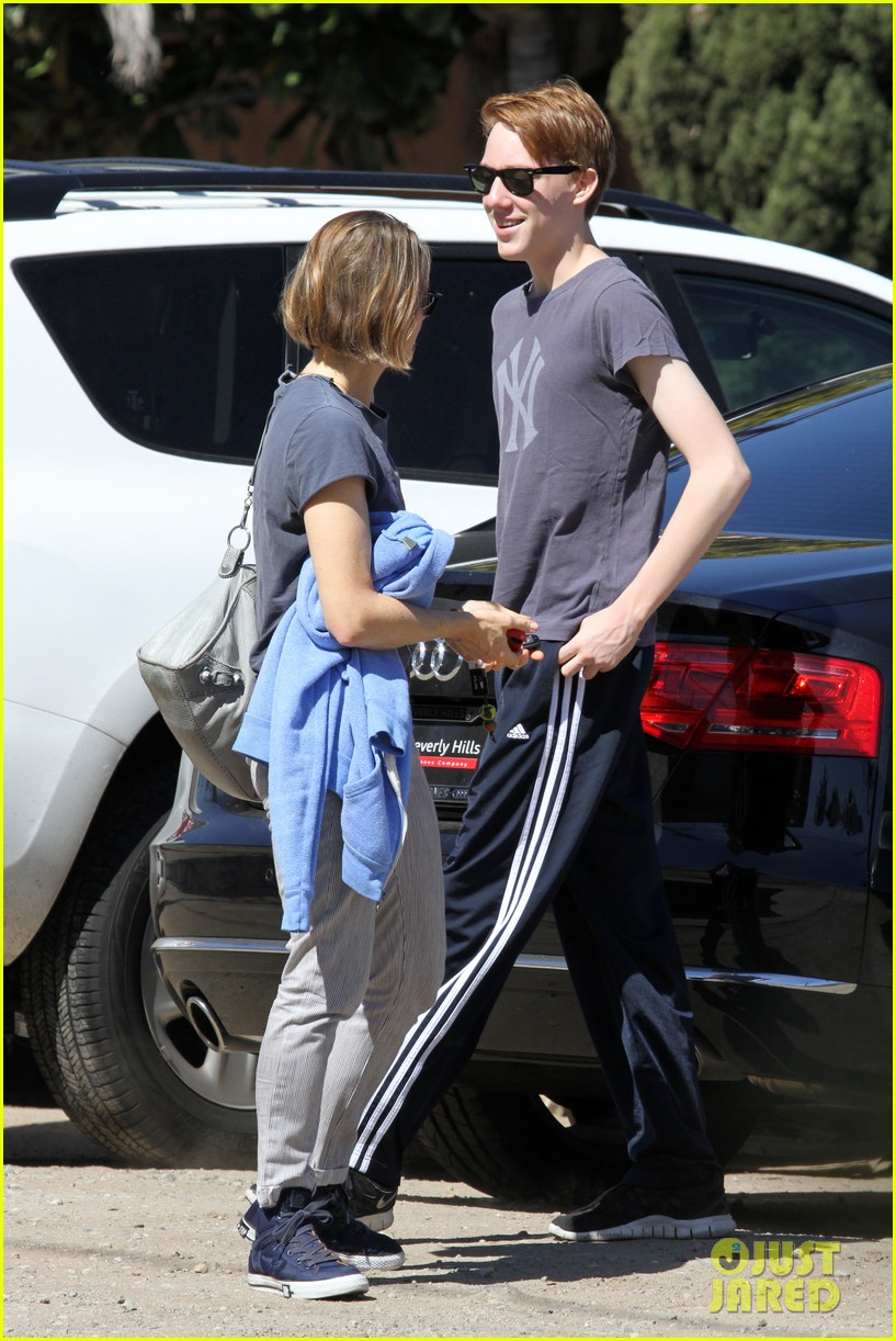 jodie foster venice beach breakfast with son charles 052822289