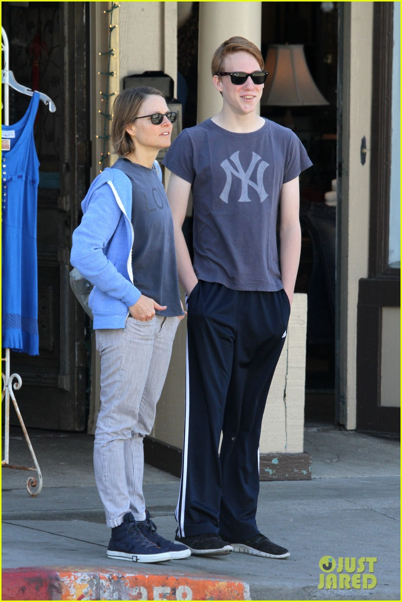 jodie foster venice beach breakfast with son charles 072822291