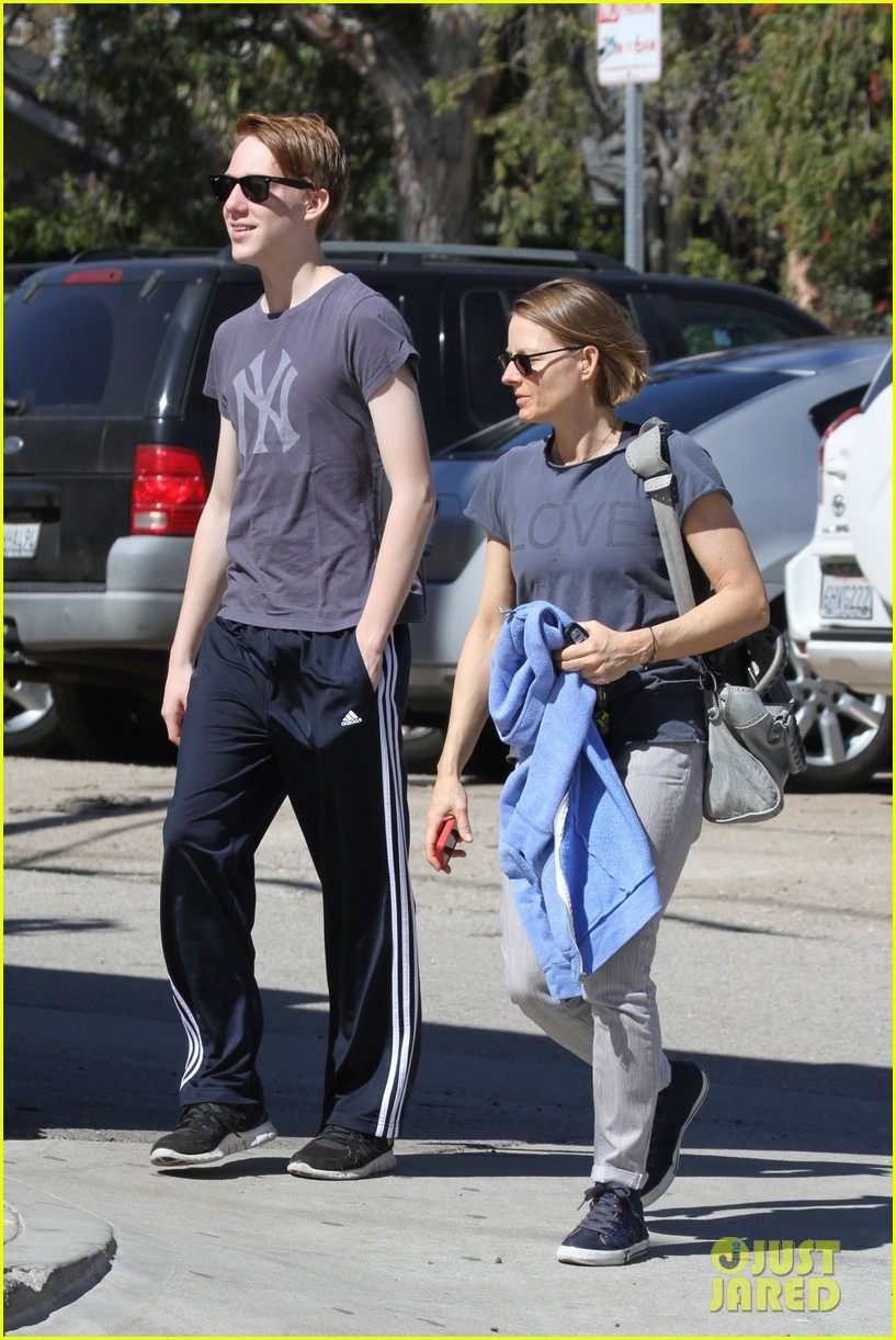 jodie foster venice beach breakfast with son charles 102822294