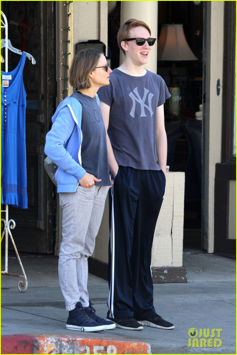 jodie foster venice beach breakfast with son charles 162822300