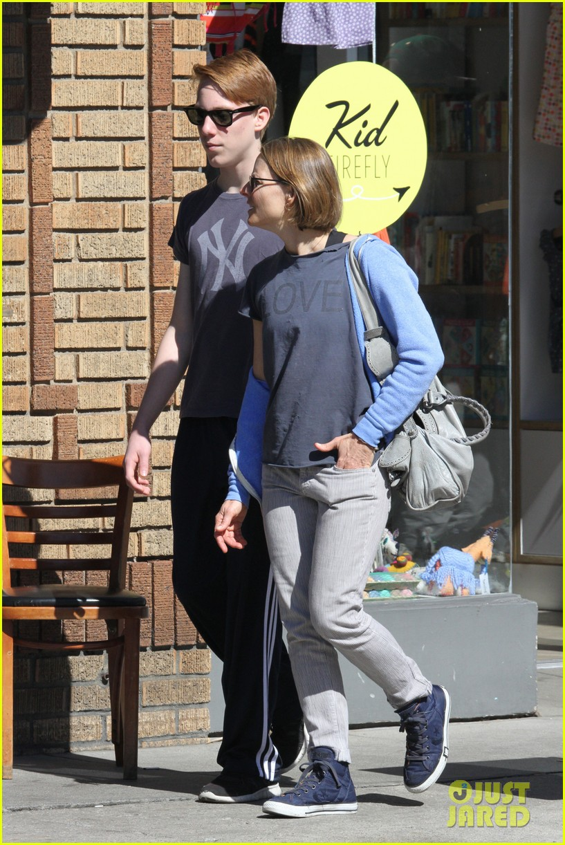 jodie foster venice beach breakfast with son charles 182822302