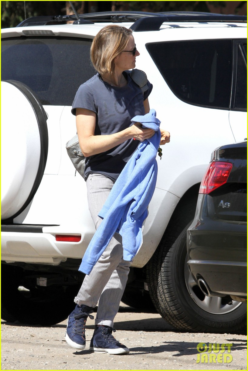 jodie foster venice beach breakfast with son charles 192822303