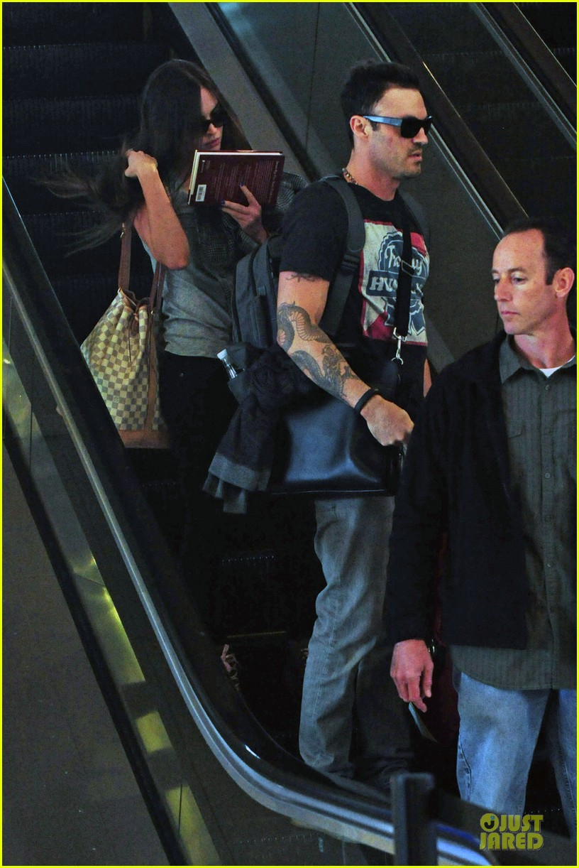 megan fox brian austin green book carrying lax departure 052807617