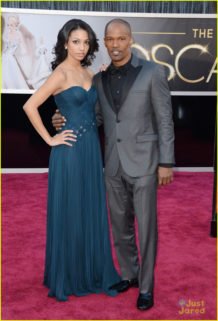 jamie foxx oscars 2013 red carpet 01