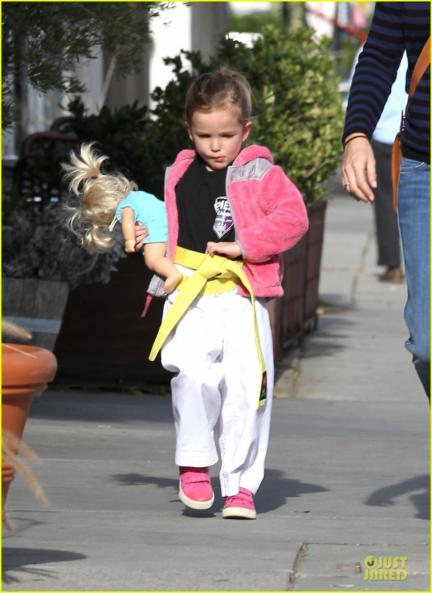 jennifer garner karate drop off with seraphina dolls 052803023