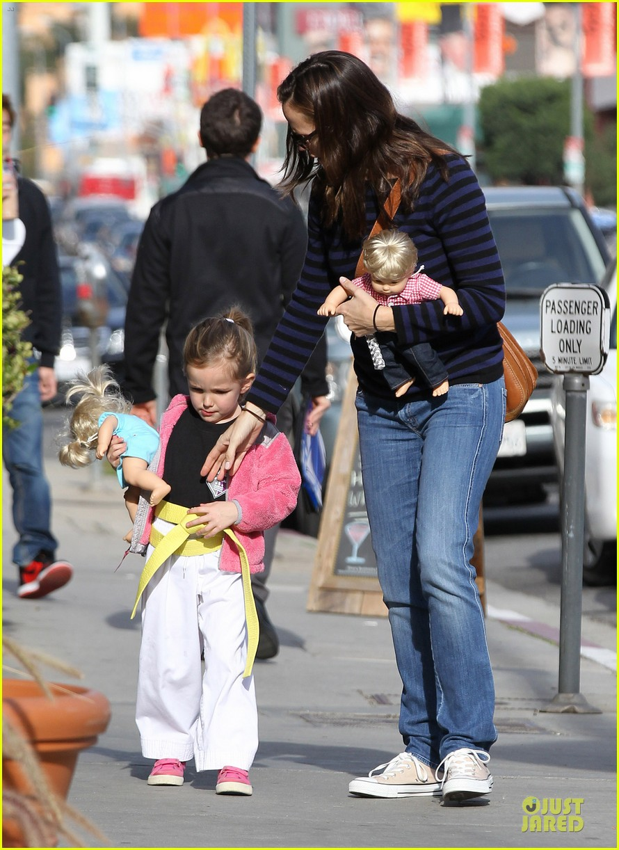 jennifer garner karate drop off with seraphina dolls 07